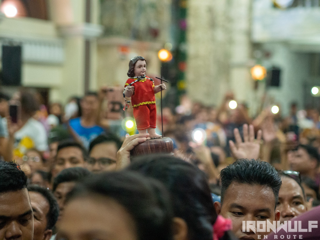 Devotees with their own images of Sto Niño