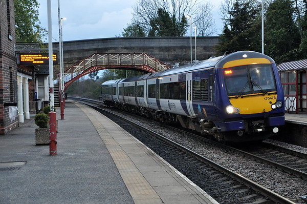 170475 arrives at Garforth, 05:20 Leeds / York. Sat 01.05.21