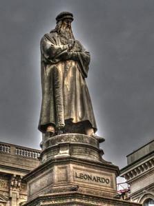 Leonardo da Vinci outside of Galleria Vittorio Emanuele II