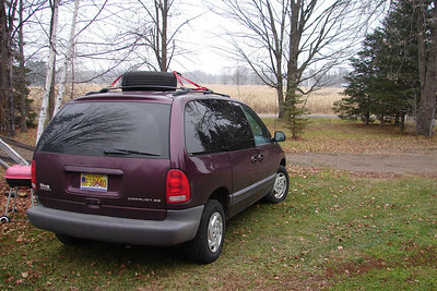 November 24, 2009, 11:00 AM (2 days before Thanksgiving):  The little Dodge, waiting to be loaded up and on the road again.