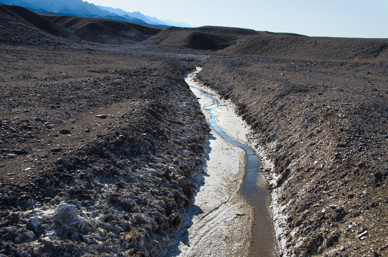 Walking up Gnomes Workshop, Death Valley