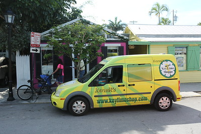 Sure looks like a Key Lime Shoppe van  next to Kermit's