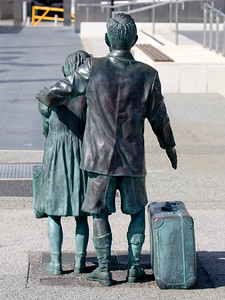 Statue of migrant children sent to Australia during WW-II.