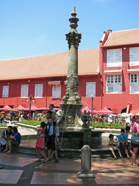 Queen Victoria (!) fountain (1904) at Dutch Square (Stadhuys complex)