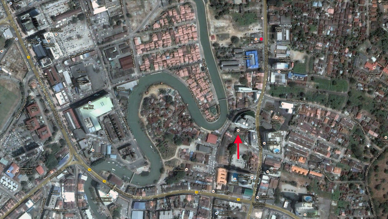 Arrow marks our hotel location. Red dot above blue building is where we ate dinner sayrday night — and watched a parade.
