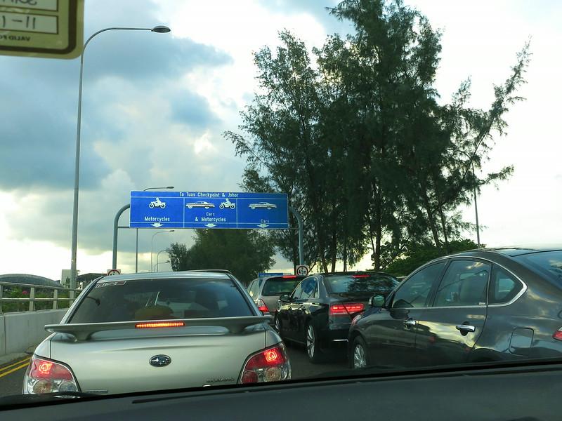 Saturday evening queue to Malaysia