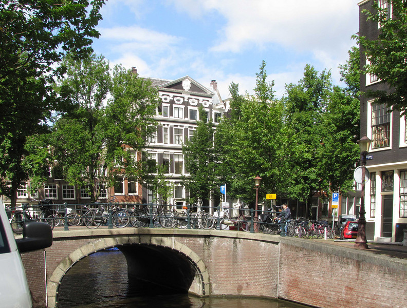 21-Intersecting canals at S---wburgwal. Street sign is behind lamppost