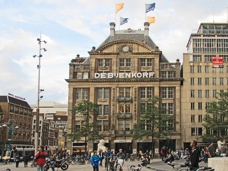 "15-Department store ""De Bijenkorf"" (means ""The Hive"") at Dam Square. Monument is to the right (out of photo)."