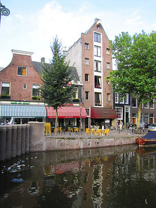 06-Canal-front restaurants