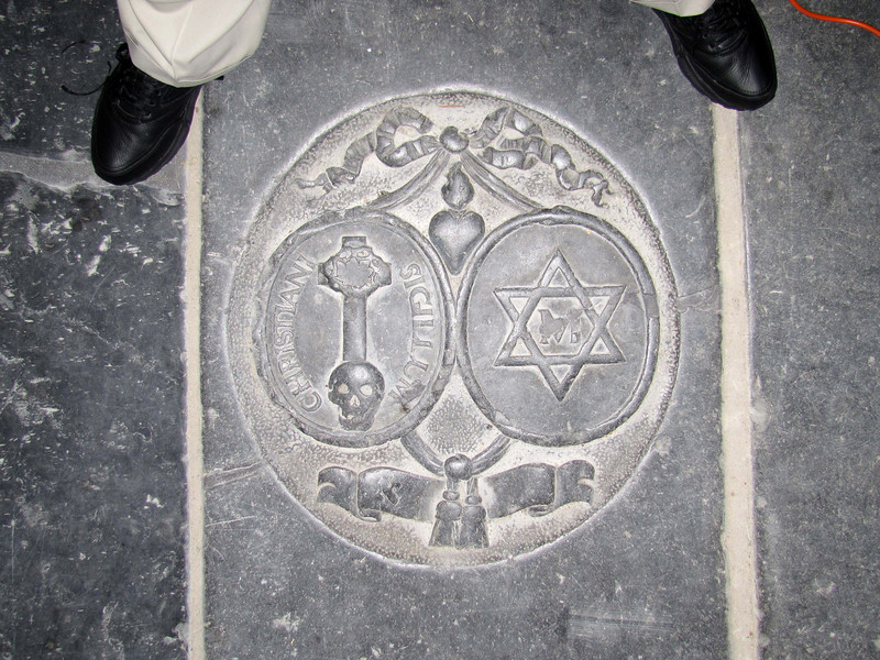 19-Burial stone or memorial with aleph in bottom wreath