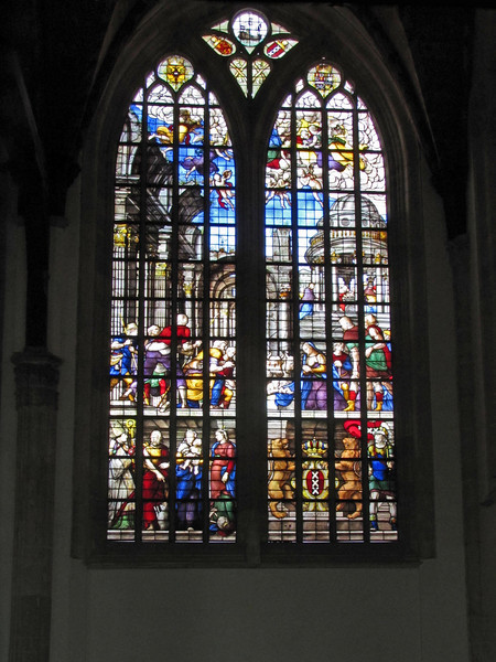 18-Lady Chapel (Maria Kapel) window. Amsterdam Coat of Arms at lower right (with just the shield at top right)