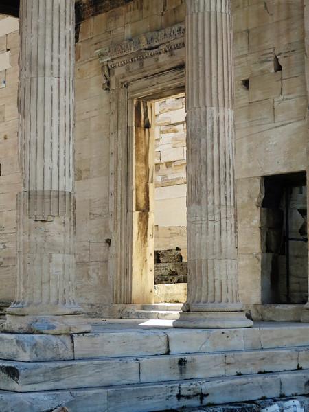 Erechtheum portal, eggs and darts above the lintel.