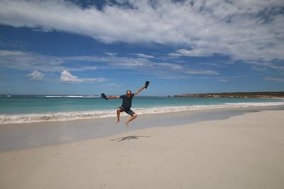 Uit de reeks: 'Jump!' Sheringa Beach, Eyre Peninsula, South Australia, Australië.