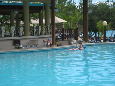Scott in action... paddling over to the bar in the pool