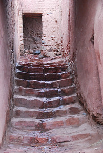 A laneway on one of the back streets in Abyaneh.