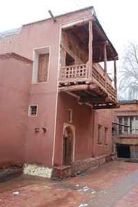 The houses are all a red colour as they're made of mudbricks from the local clay.