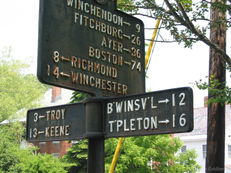 Love the town abbreviations on the sign - it you don't already know where you're heading, this really doesn't help!