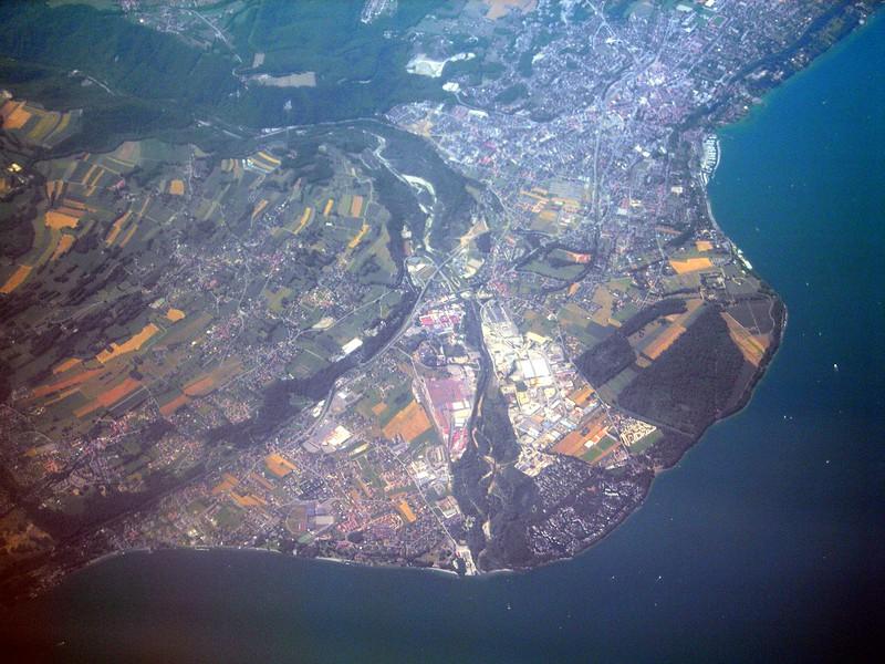 Saint Disdille au lac Léman en Haute-Savoie, panorama from a Ryanair plane, travelling from Genoa to London<br /> <br /> Saint Disdille sul lago Lemano in Haute-Savoie, panorama dall'aereo, in volo da Genova verso Londra