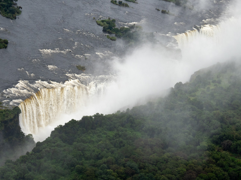 An aerial view makes it easier to see the curtain-like shape of the Falls.