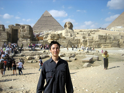 Tobias in front of the the Great Sphinx of Giza and the Pyramid of Khafre