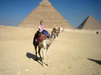 Steph in front of the Pyramid of Khafre (centre) and the Pyramid of Khufu (aka Cheops, right).
