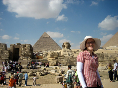Steph in front of the Great Sphinx of Giza and the Pyramid of Khafre