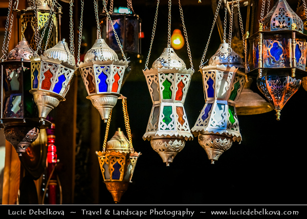 Egypt - Luxor - الأقصر - al-Uqṣur - Ancient Thebes - Θῆβαι - Thēbai - طيبة - UNESCO World Cultural Heritage site on banks of river Nile - Daily life in the Bazaar - Souq - Souk - Market place