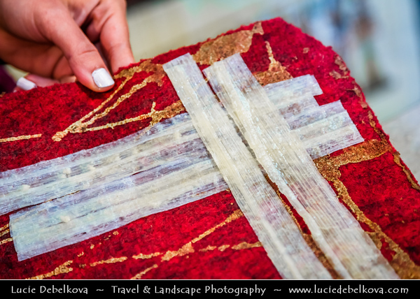 Egypt - Luxor - Traditional Craft and Products - Papyrus - Ancient Thebes - طيبة - UNESCO World Cultural Heritage site on banks of river Nile - الأقصر - al-Uqṣur