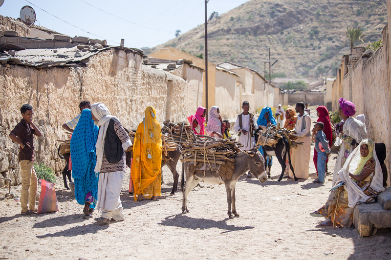 Shoppers packing up to leave the Monday Market in the town of Keren in northern Eritrea.