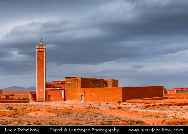 Africa - Morocco - Mosque & Ksar - Kasbah - Fortified mudbrick city along the former caravan route between the Sahara and Marrakech