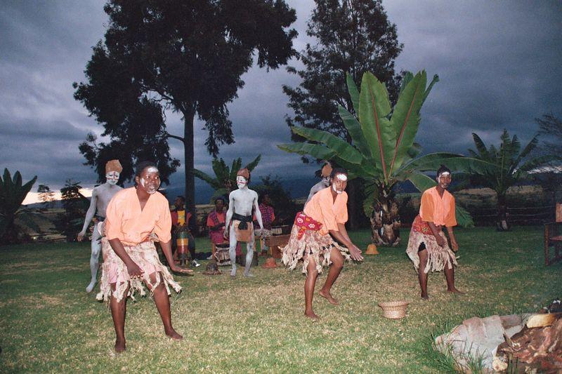 Ngorongoro Farmhouse, Dance Troupe