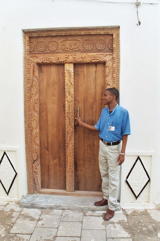 Masoud Explains the Zanzibari Door Styles