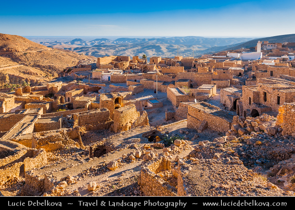 Northern Africa - Tunisia - Medenine Governorate - Toujane - توجان - Ancient ruined Berber village with prominent white mosque in rugged mountain valley