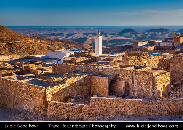 Northern Africa - Tunisia - Medenine Governorate - Toujane - توجان‎ - Ancient ruined Berber village with prominent white mosque in rugged mountain valley