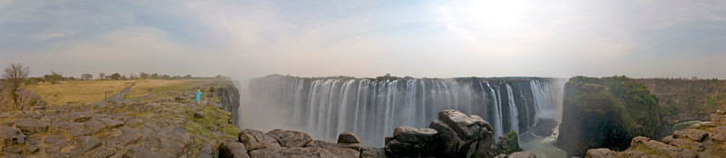 360° panorama of Victoria Falls from the Zimbabwe side. Here's the QTVR version (4.25Mb)