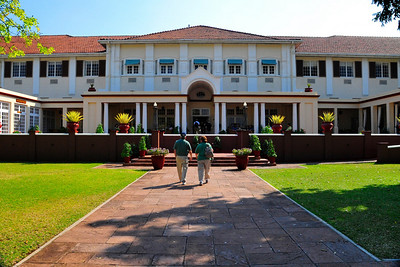_D038712 Gerry Paul and Renee Mirsky at The Vic Falls Hotel, Zimbabwe