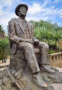 Namibian Parliament Building, Hosea Kutako sculpture