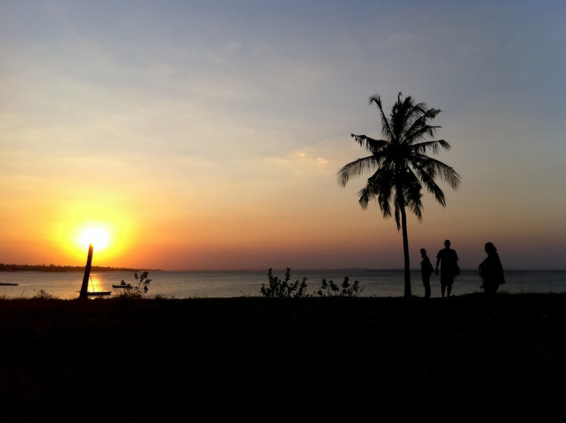 """<span id=""""title"""">Sunset</span> After dinner at Pieter's Place, we walked along the beach to head home."""