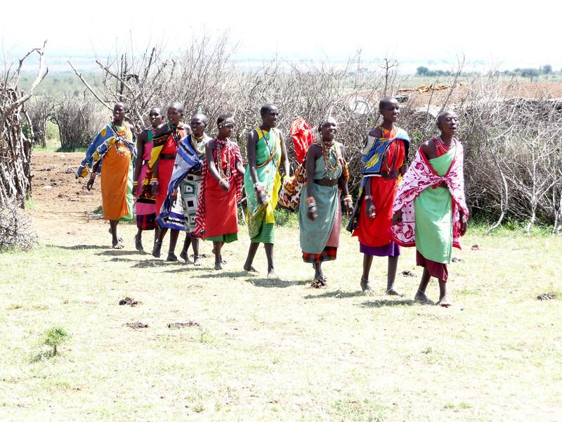 Women welcome dance