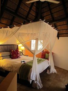 14h30 après un coktail de bienvenue et quelques formalités, je m'installe rapidement dans ma chambre à Cheetah plaines lodge.
