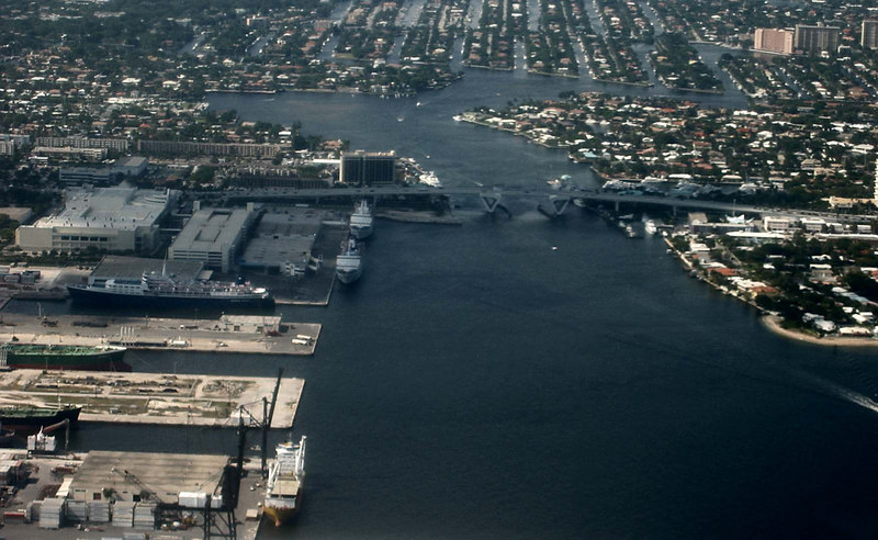 Ft Lauderdale - focus on convention ctr and Marina Marriott