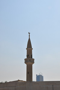 Up to the 1970s minarets were not a usual feature of UAE mosques.  The minaret on the Al Khan mosque was so unusual that it was marked in British naval maps in 1932 as the local landmark.
