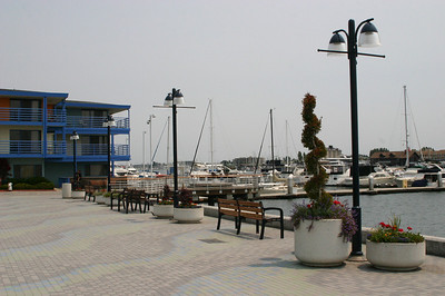 Mostly empty walkway at Jack London Square