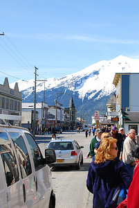 Thursday, May 24th, arrive Skagway Alaska.  A town of 1500, it was invaded by the passengers of four cruise ships, or about 6,000 tourists.  The crowded streets of the tiny town were probably reminicient of the gold rush days of the late 1800s.