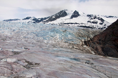 The glacier and the base where we will land.