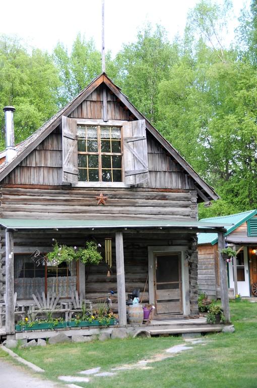 Hope - Downtown - Cabin - built in 1916 by John Hirshey, Goldminer - Hope - Alaska - USA