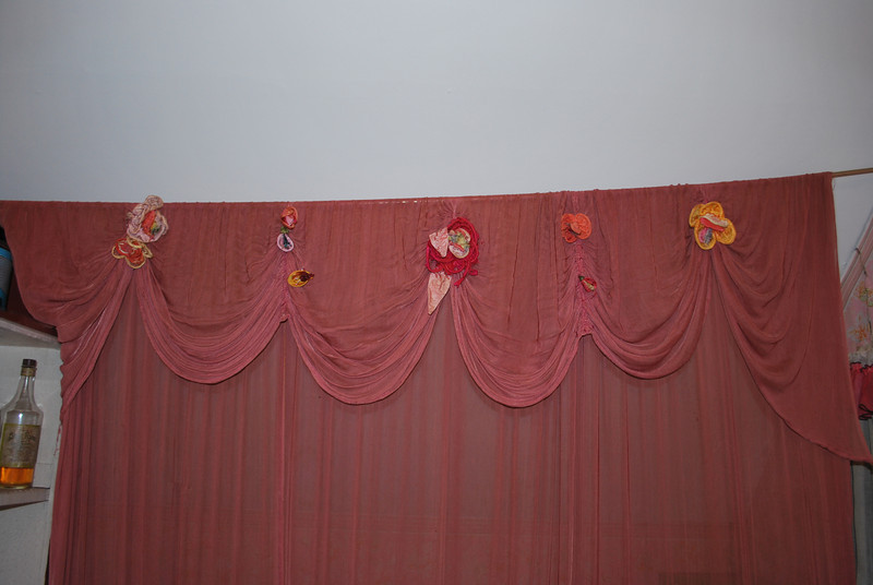 Notice the flowers on top of Dolly's shower curtain.  Well they are made out of condoms!  Actually French Silk Condoms.  A gentleman sent them to her, but of course silk doesn't do much for a condom, so Dolly made them into flowers......