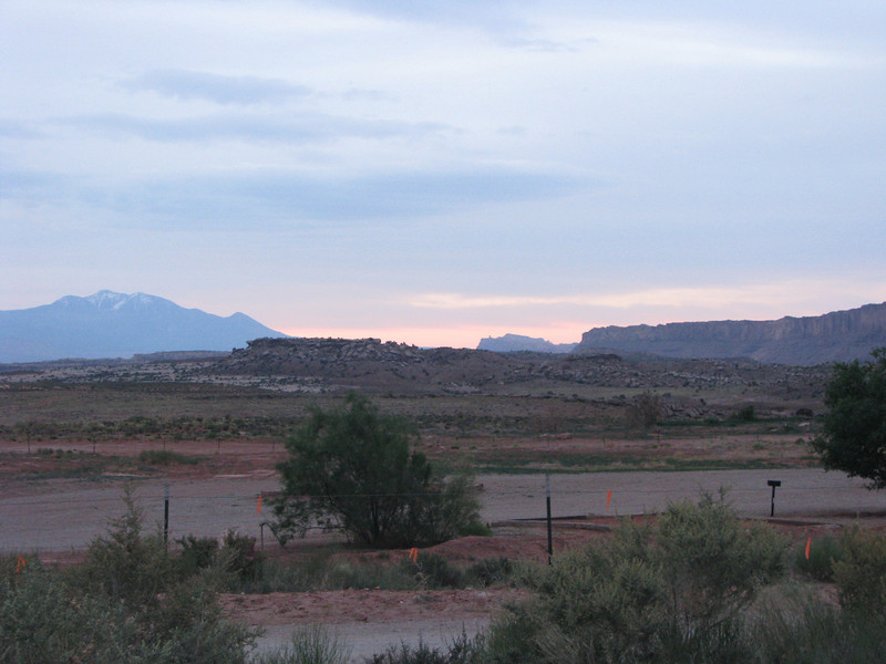 June 05,2008: This is the day we drove to Canyonlands and went down on the Shafer road to the White Rim Trail. Hopefully we will be able to circumnavigate the entire road.