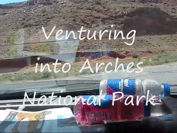 Arches NP,entrance road.