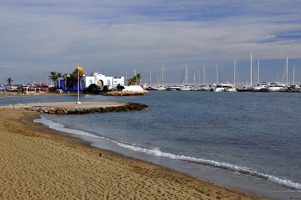 """Litt lenger sydover ligg Marbella, tidlegare ein  skikkeleg """"jetset"""" stad.."""